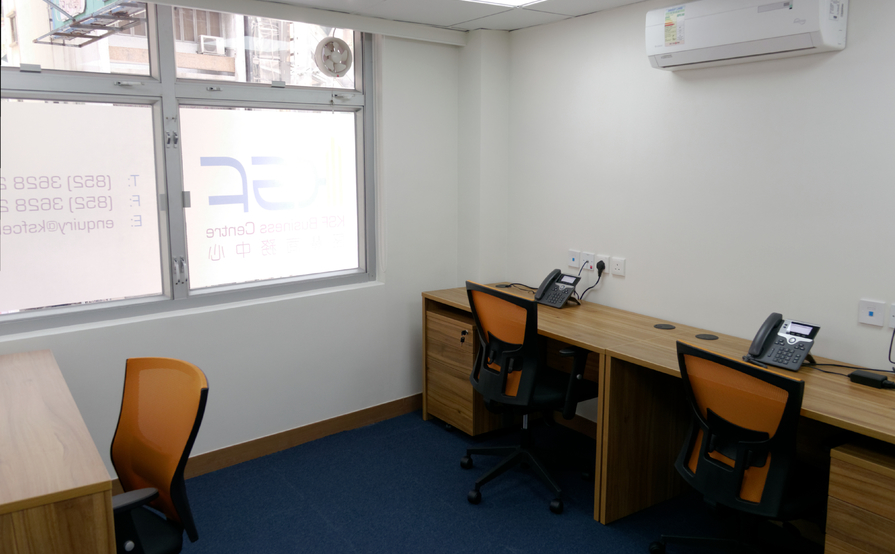 Private rooms with 3 workstations