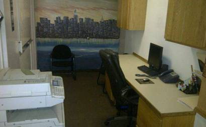 DESK SPACE IN WOODSIDE 1 Block From The 7 Train