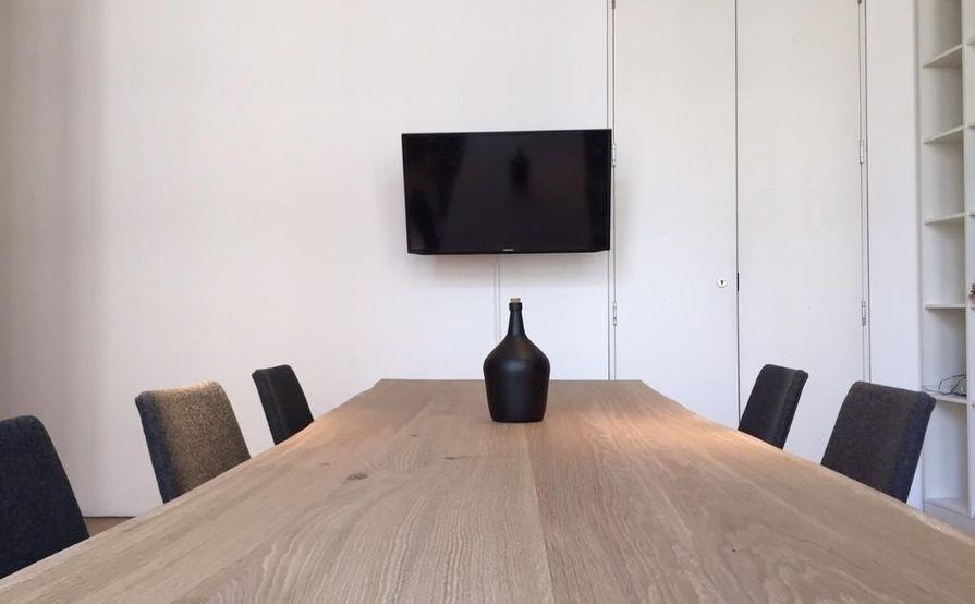 10 seat office