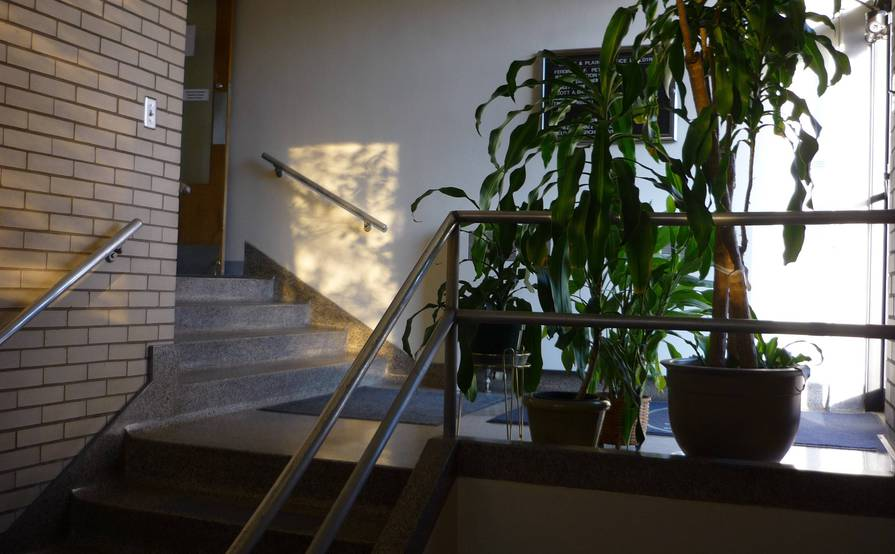 St. Paul Single Offices and Office Suite Available ($500 to $2,500/month)