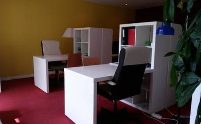 Open Desks in bright workspace in Sitges