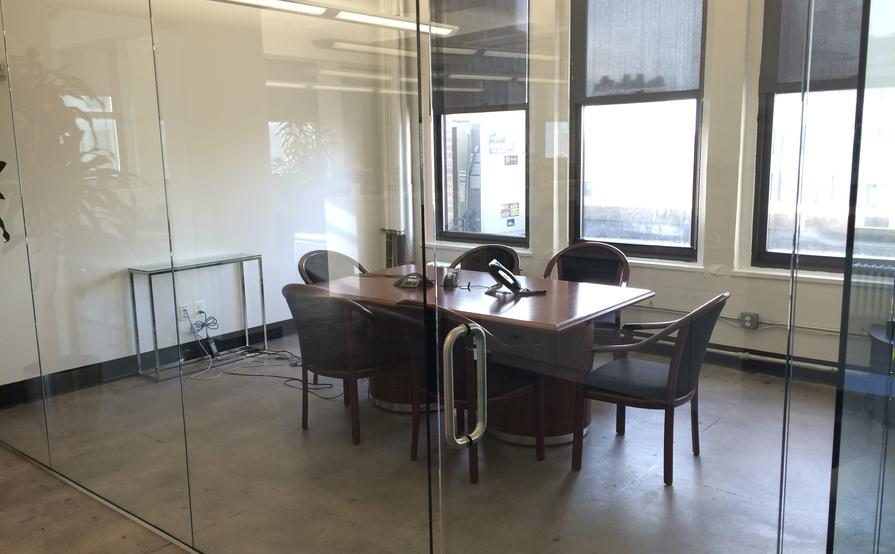 meeting room - 6 people