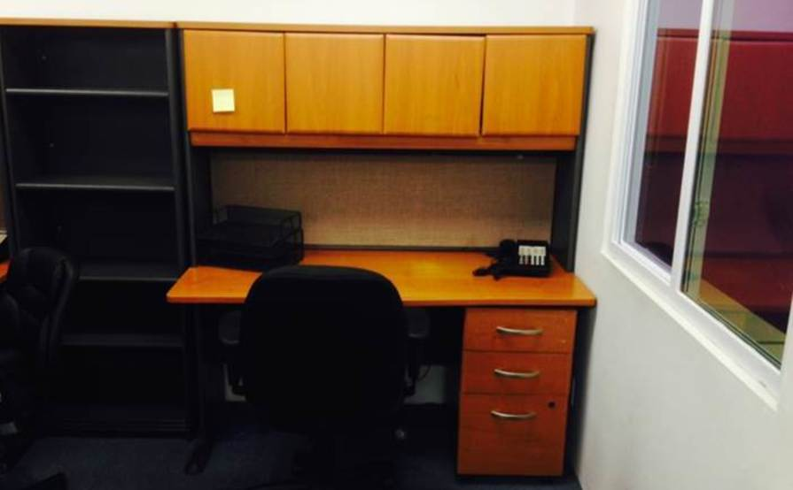 Desk Unit With Ample Overhead Storage
