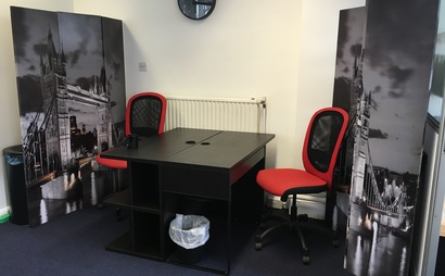 Desk space to rent in friendly office opposite Victoria station