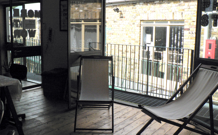 Flexible desk space in bright, friendly N16 studio
