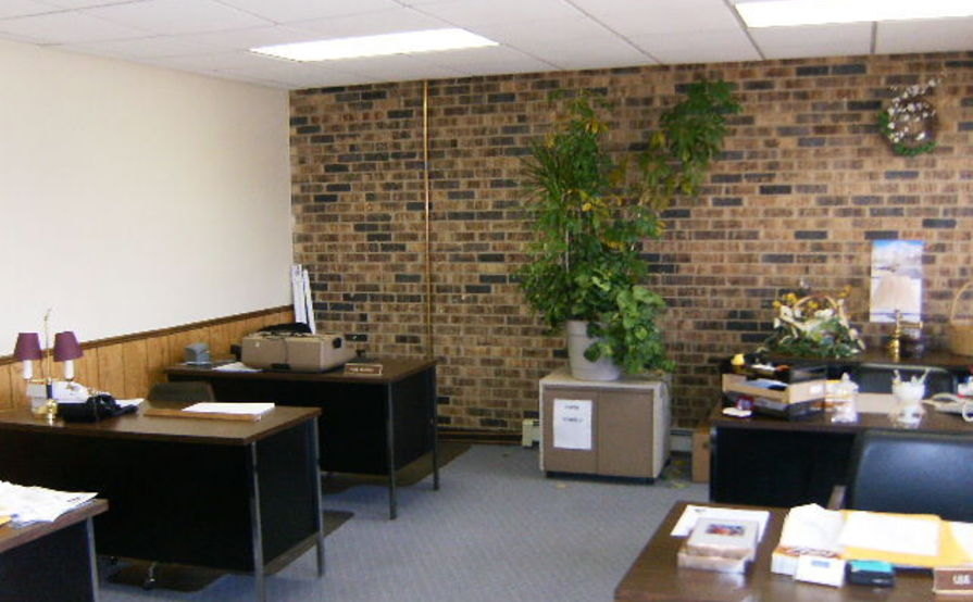 450 square feet office/retail/space