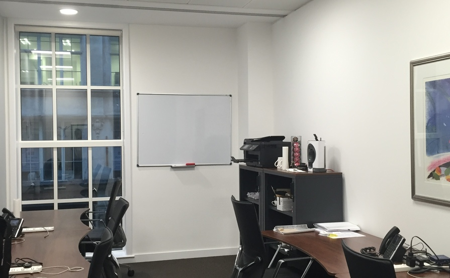 Desks for 6 people available at the Bank, London