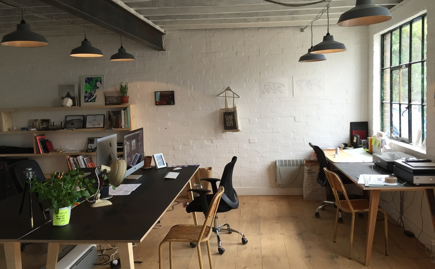 2 desks available in chilled out studio