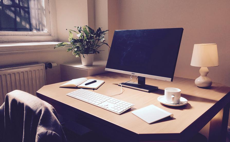 BLOOM.SPACE Desks