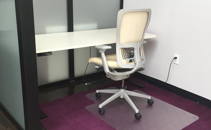 Semi-Private cube space with Autonomous Desk