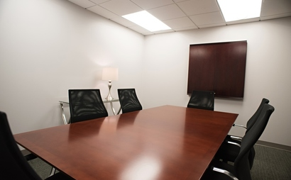 8 person conference room. Peach Room at Peachtree Offices at Downtown, Inc.