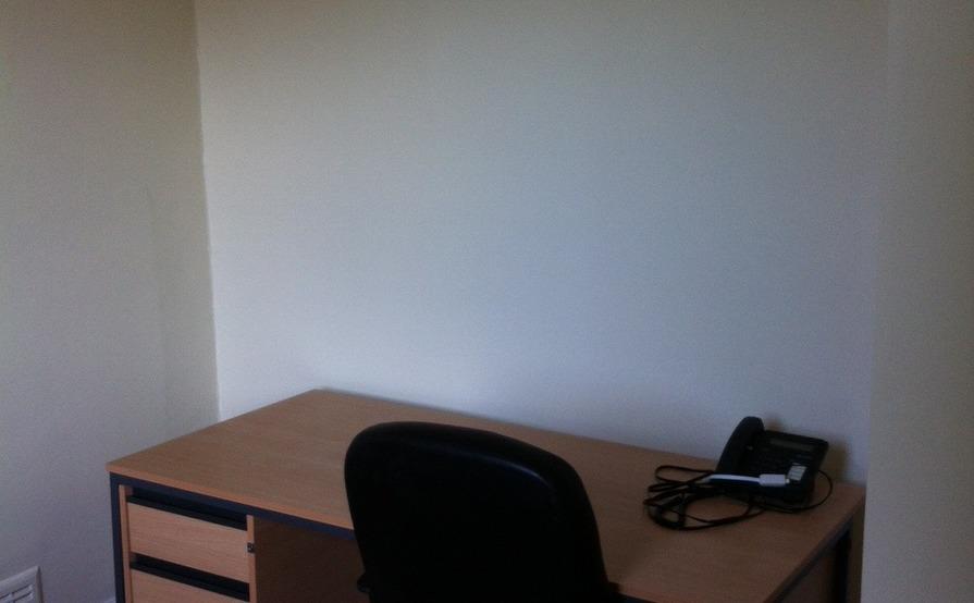 2 desk room