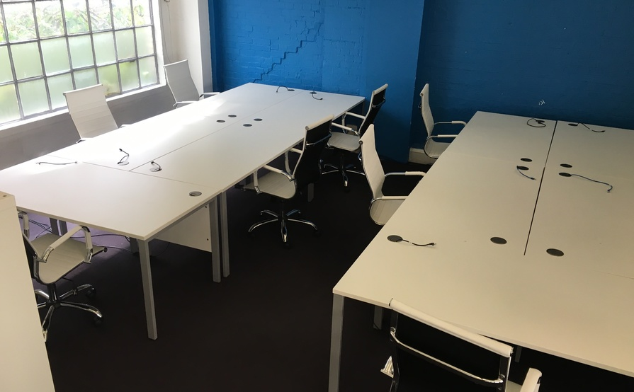 10 Desks for rent - great location!
