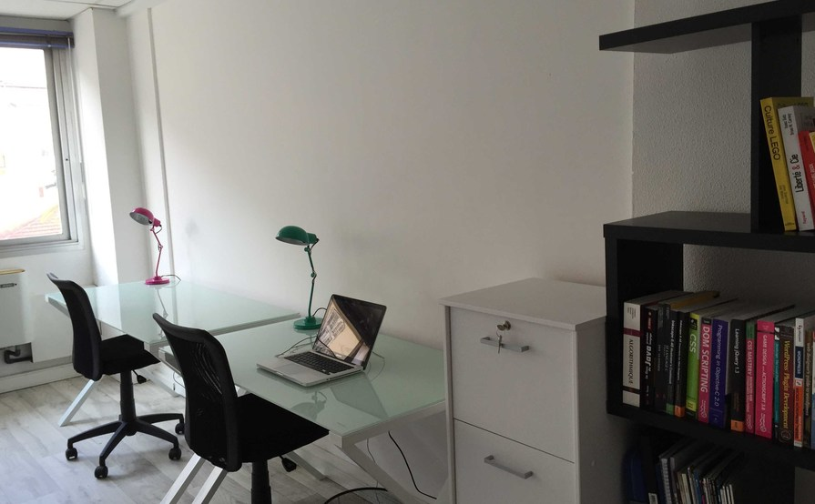 2 desks in the heart of Nice