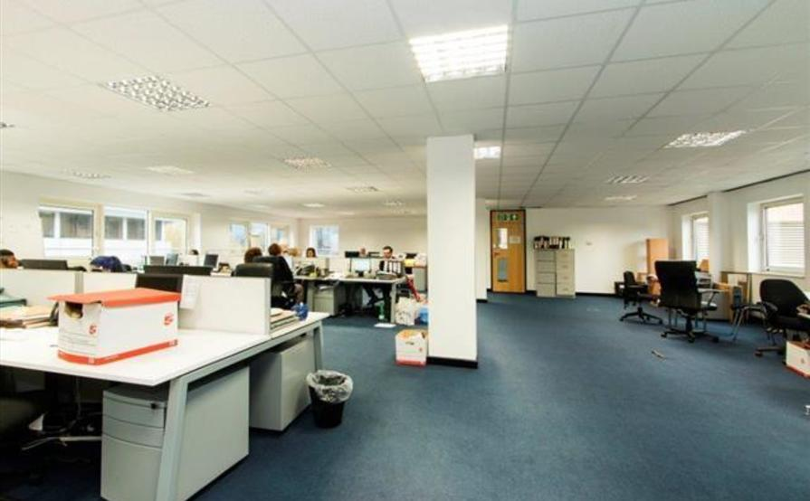 Large office available in Canary Warf