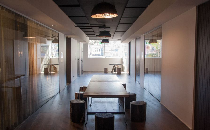 4 Desks Available in Office