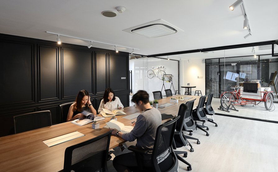 12-pax Meeting Room