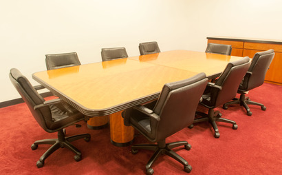 10 person wired conference room