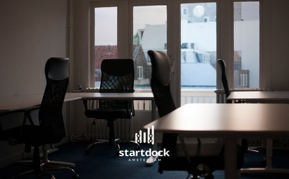 Welcome to the office to be for game-changers and innovative start-ups. StartDock is a new canal dock in Amsterdam for visionary pioneers, located on the most important canal in town: Herengracht.