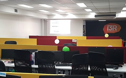 Call Centre and Office Desks available