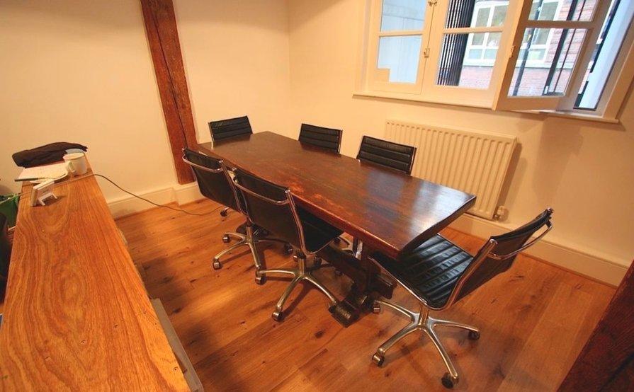 Super-cool desk space in period office
