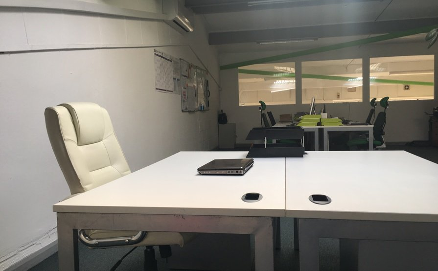 Let By open plan Office Space with Meeting space
