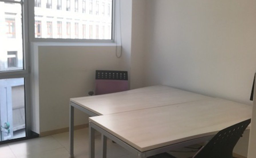 A Desk in a Semi-private Office by San Babila (introductory offer)