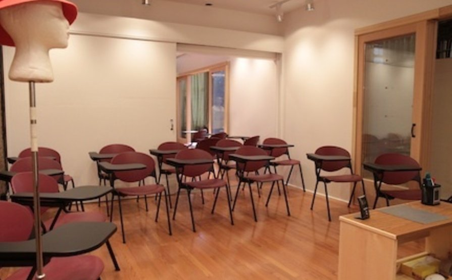 1000 sq ft, event space, hourly rental, 3 rooms, private bathroom, rest area/desk