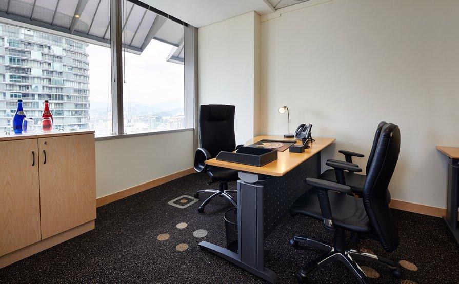 Executive Office Space, Menara Maxis