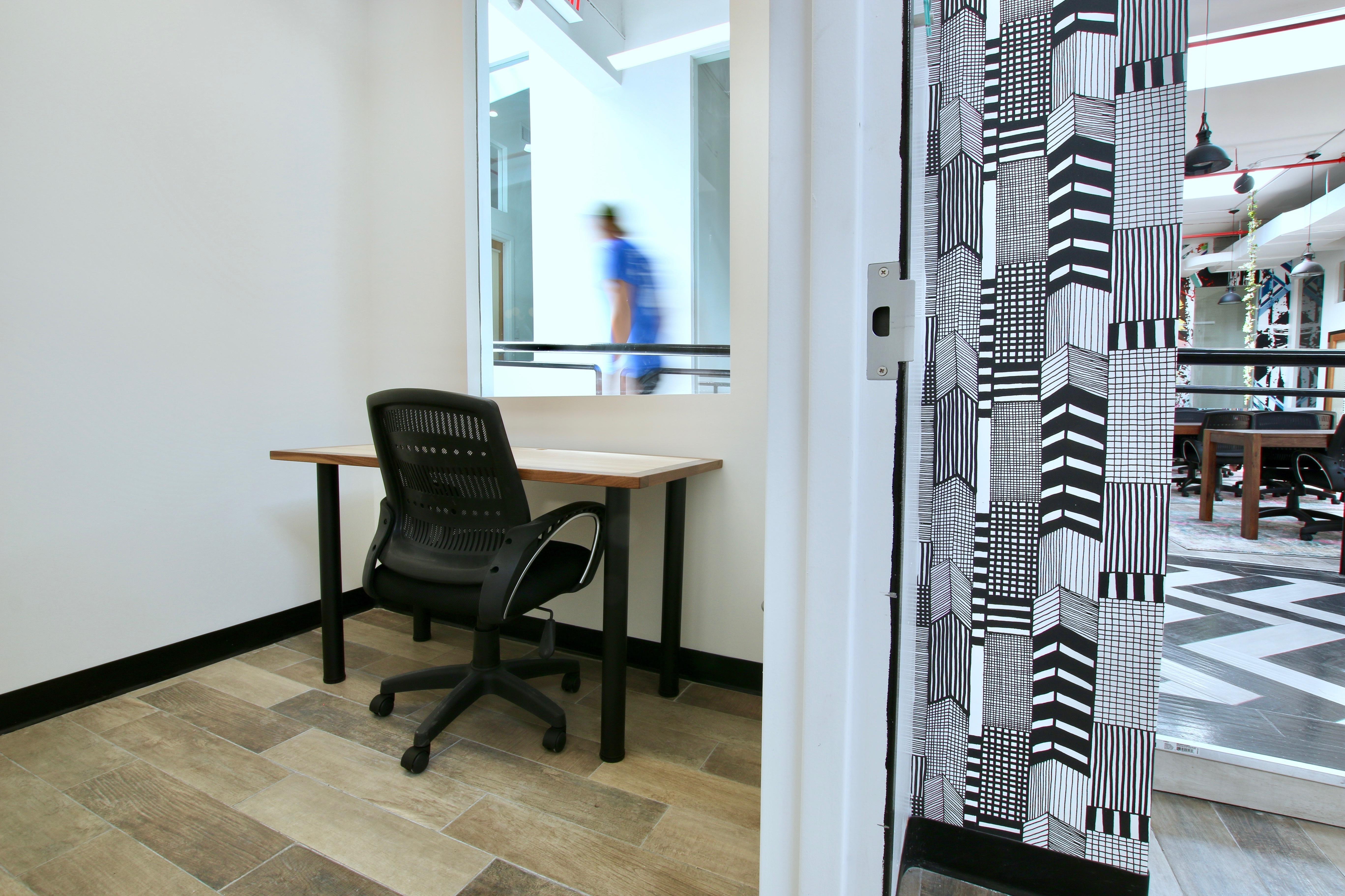 1 Person Private Office | Desks Near Me