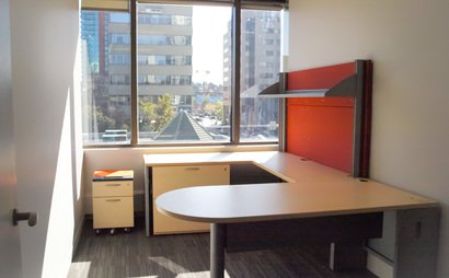 Stratus provides office-sharing and business centre services in Calgary to professionals, entrepreneurs, freelancers, start-ups, contractors, and others in need of an exceptional office environment and workspace on a flexible basis.