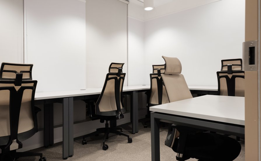 5-6 Person Private Serviced Office