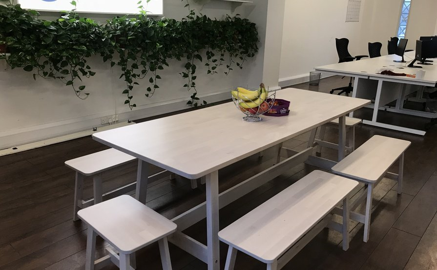 6 desks for rent in central London - Oxford Street! Discount on extended bookings!