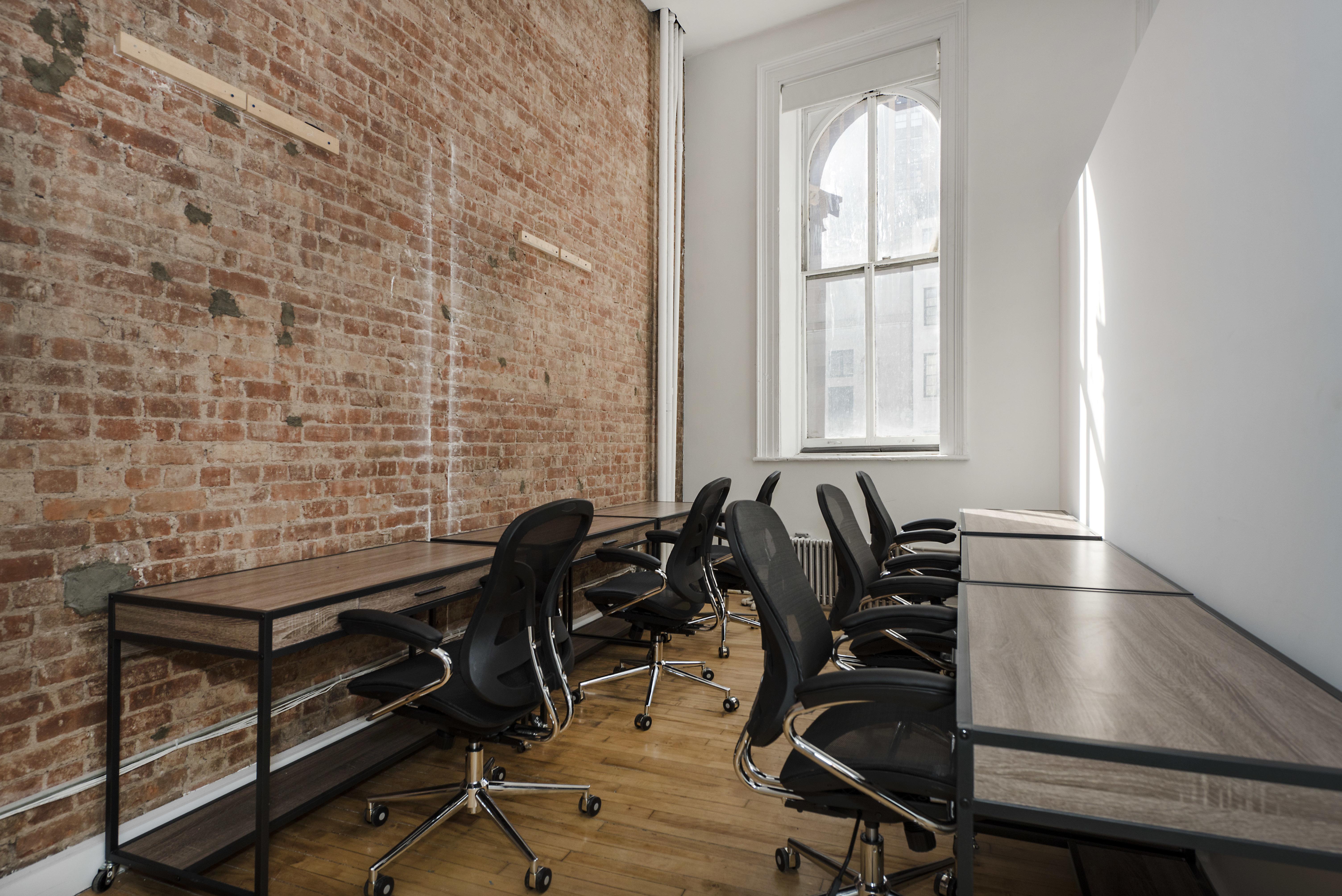 Office Suite For 5 6 Person 500 Sq Ft Desks Near Me