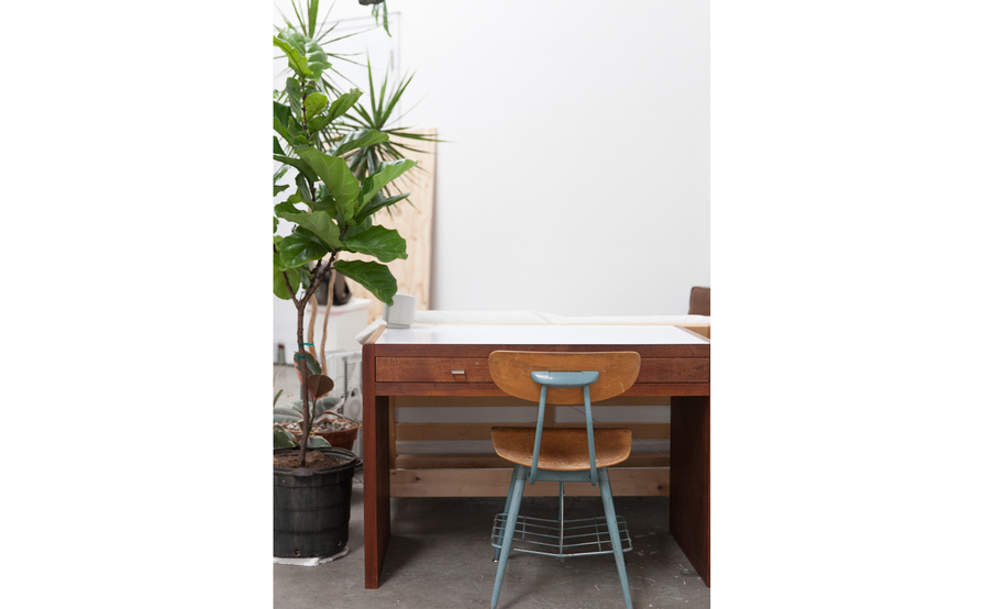 Individual desk