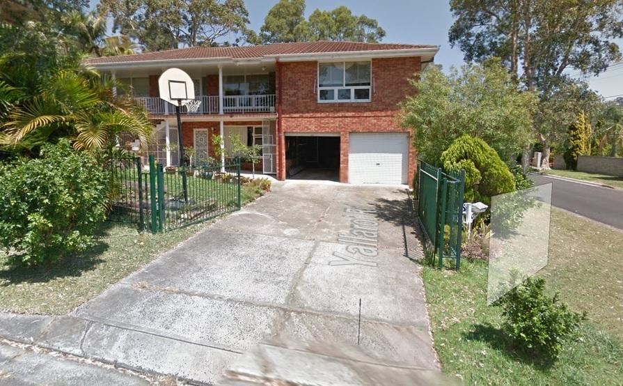 Narraweena - Large double lock-up garage in quiet location!