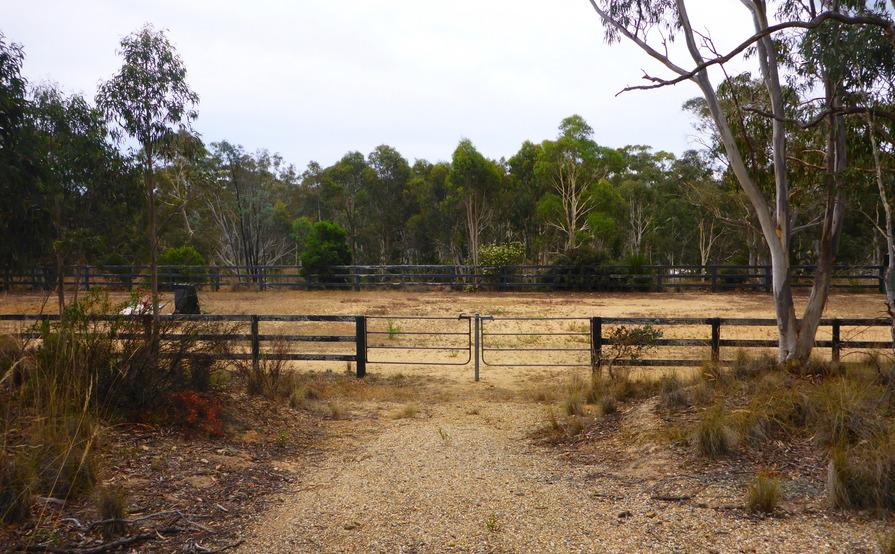 Empty horse arena, suitable for caravans, boats etc.