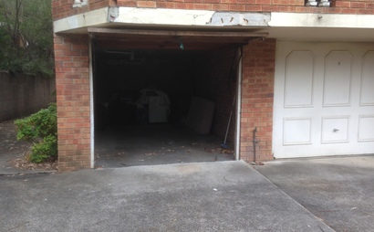 Single garage for parking in front of Macquarie station in Macquarie Park