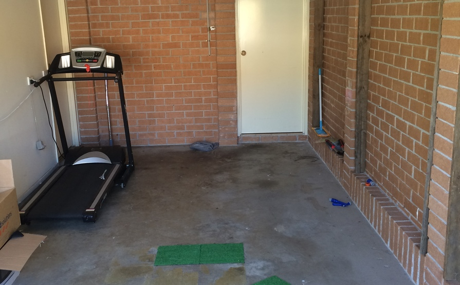 Single garage in Quakers Hill-superb location (for storage only)
