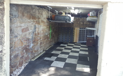 Single secure garage for storage  - 5mins from beach - Monthly rental - Own access !