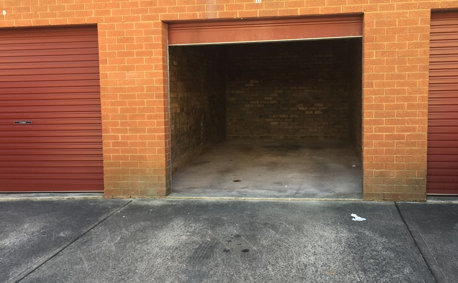 Large Garage on Queens Park Available