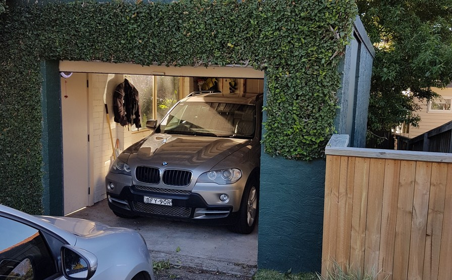 Willoughby - Clean & Dry Lockup Garage for Storage/Parking