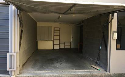 Single Garage in St Lucia - just 5 min walk to UQ !!