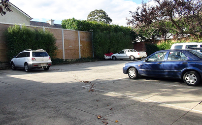 Carpark space in Toorak apartment block. Off-street. Lovely quiet block.