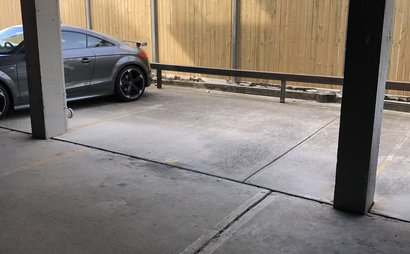 Parking space close to the beach (2min walk)