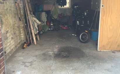 Half garage in queens park