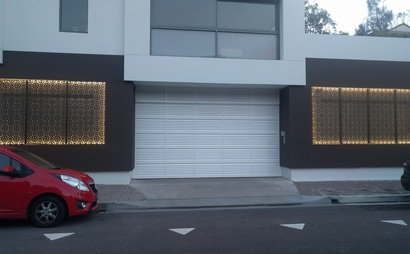 Covered Parking space in a new building close to the beach (1/2)