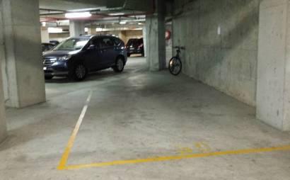 Secure parking 5 minutes walk Strathfield / 2 minutes walk Homebush