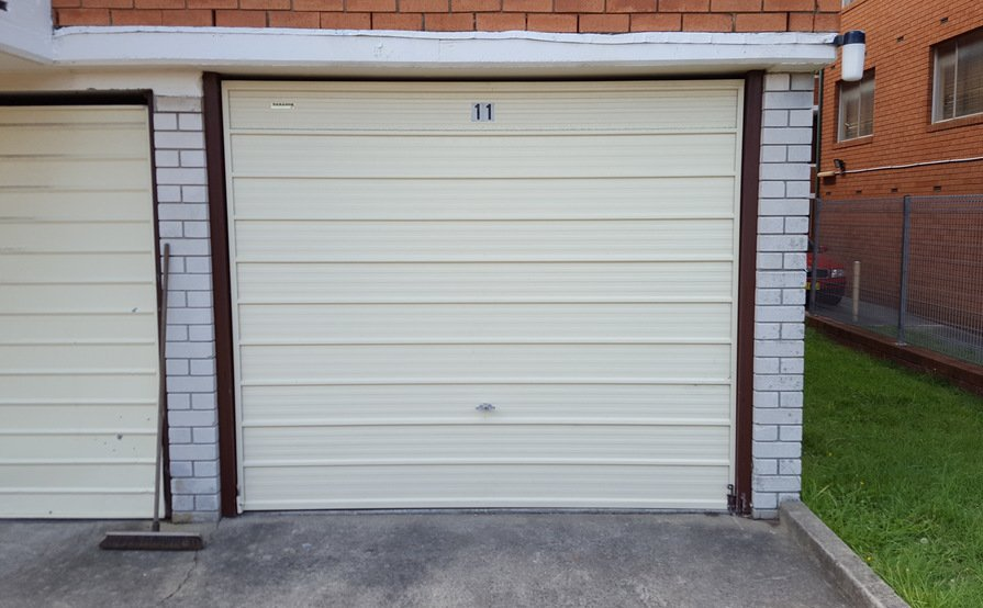 Lock-up garage in Stamore with 3x locks and light