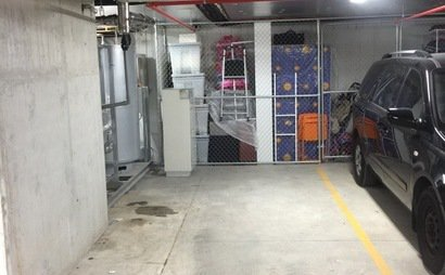 Underground parking space, Close to train station and shopping mall